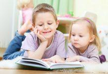 Otrok bere knjigo